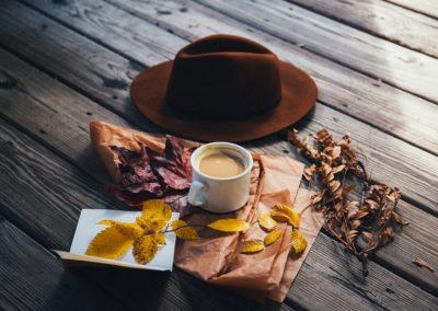 Осенние фото 2017 листья кофе шляпа