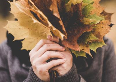 Осенние фото 2017 листья в руках