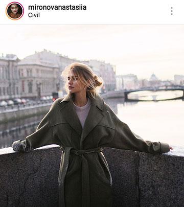 осенние идеи фото для инстаграм - девушка на мосту в пальто