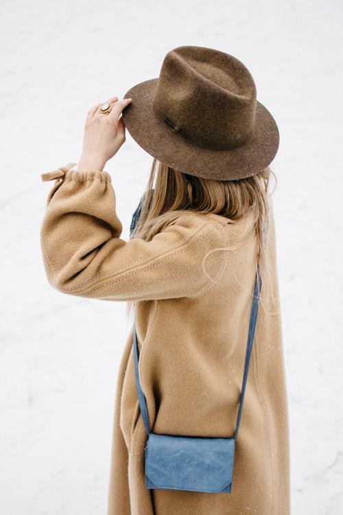 осенние идеи фото для инстаграм - девушка в шляпе