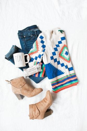 идеи фото осенью для инстаграм - раскладка осенняя одежда свитер казаки
