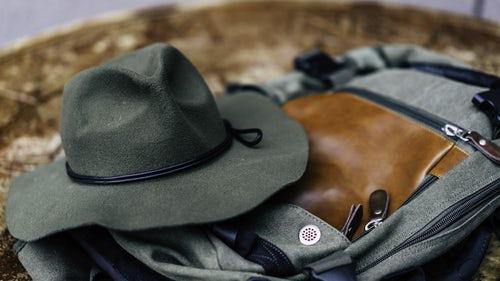 осенние идеи фото для инстаграм - шляпа фетровая