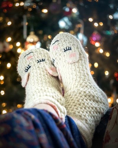 идеи фото осенью для инстаграм - вязаные носки